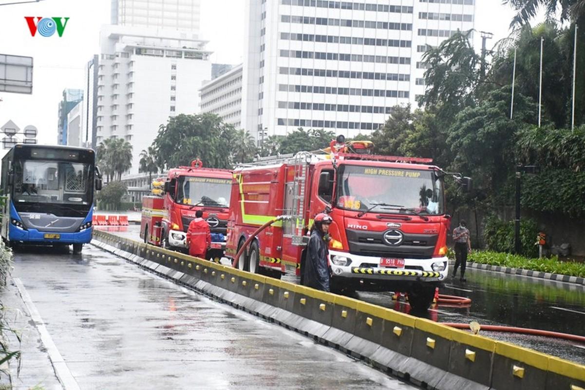 Jakarta phun thuoc khu trung toan thanh pho ngan dich Covid-19-Hinh-6