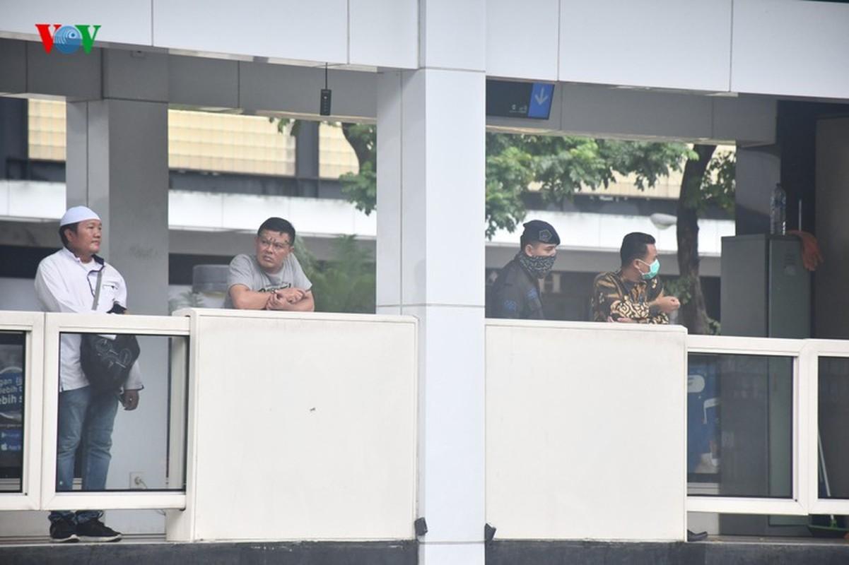 Jakarta phun thuoc khu trung toan thanh pho ngan dich Covid-19-Hinh-7