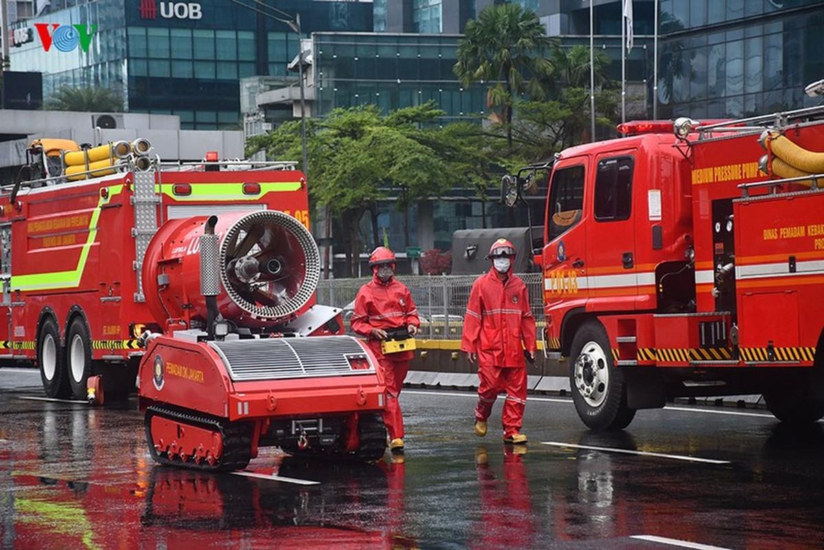 Jakarta phun thuoc khu trung toan thanh pho ngan dich Covid-19