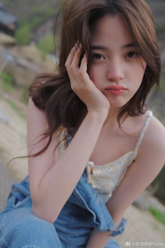 Nu than thanh xuan Au Duong Na Na dien mot nguc tran gay xon xao-Hinh-2