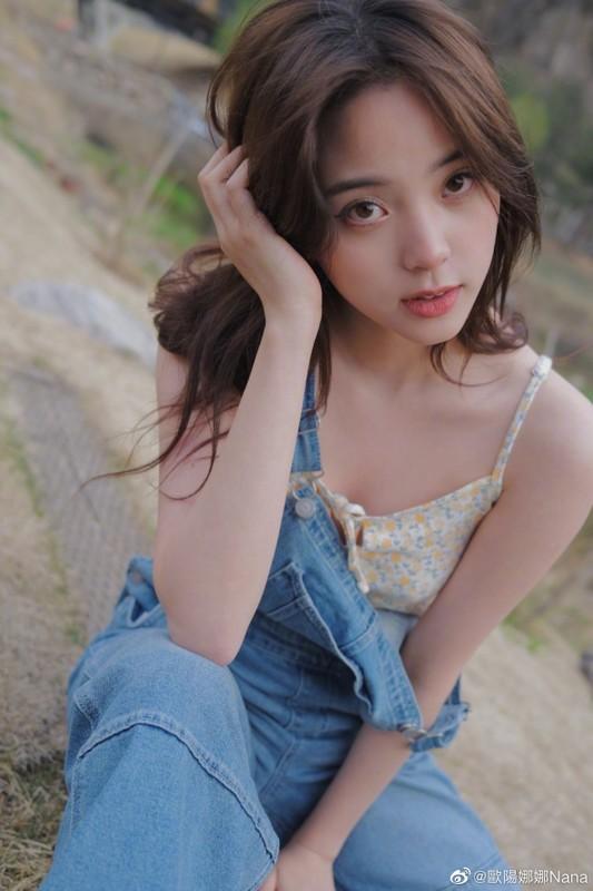 Nu than thanh xuan Au Duong Na Na dien mot nguc tran gay xon xao-Hinh-7