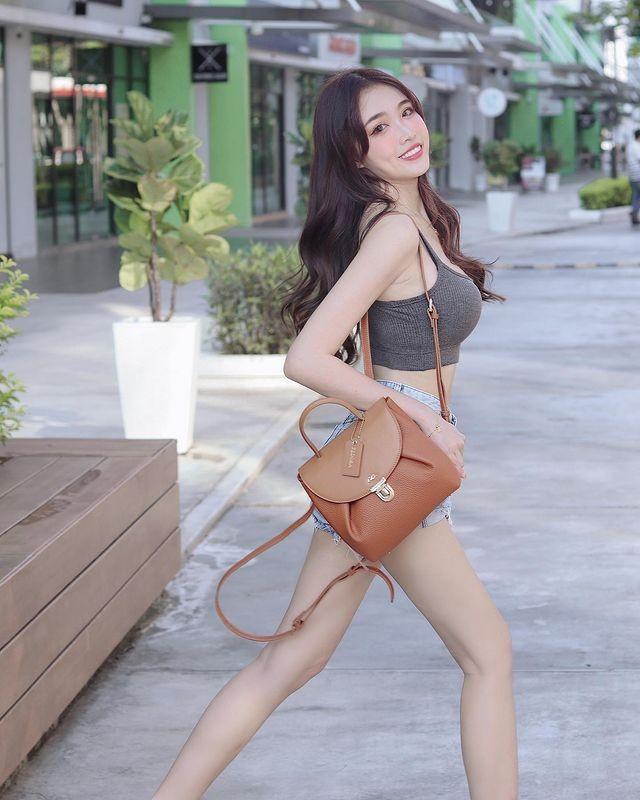 Hot girl Malaysia khoe eo thon, nguc no nho tap luyen khac kho-Hinh-12