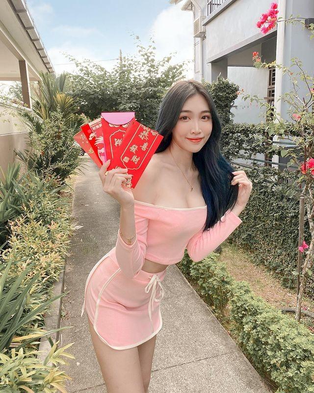 Hot girl Malaysia khoe eo thon, nguc no nho tap luyen khac kho-Hinh-3