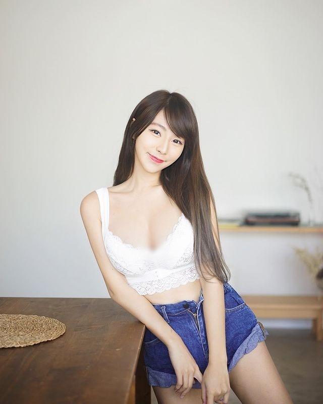 Chuong mot dien do ho khoe than, hot girl Hong Kong bi chi trich-Hinh-2