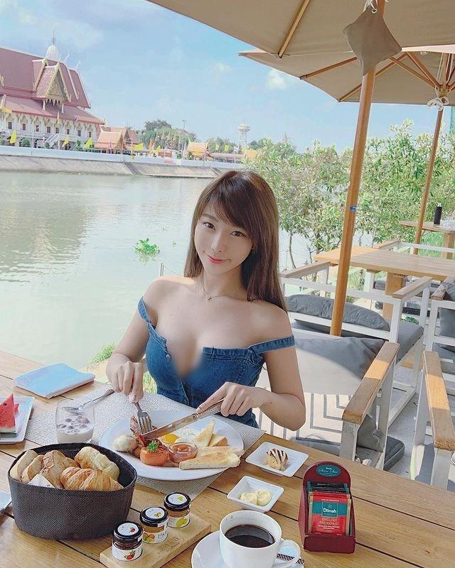 Chuong mot dien do ho khoe than, hot girl Hong Kong bi chi trich-Hinh-6