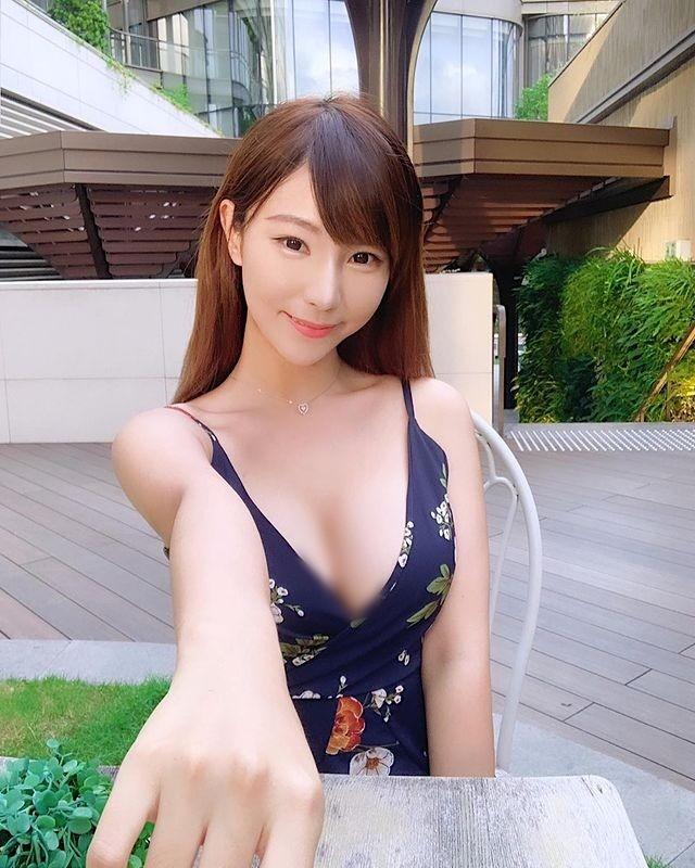 Chuong mot dien do ho khoe than, hot girl Hong Kong bi chi trich-Hinh-9