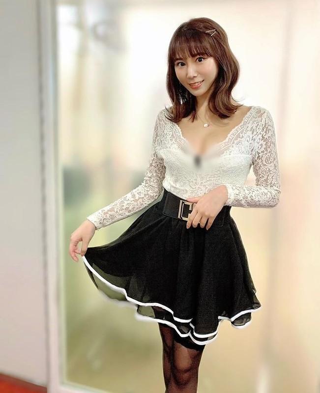 Thoi trang bien hoa cua hot girl Nhat Ban tha rong choi bong ro gay soc-Hinh-4