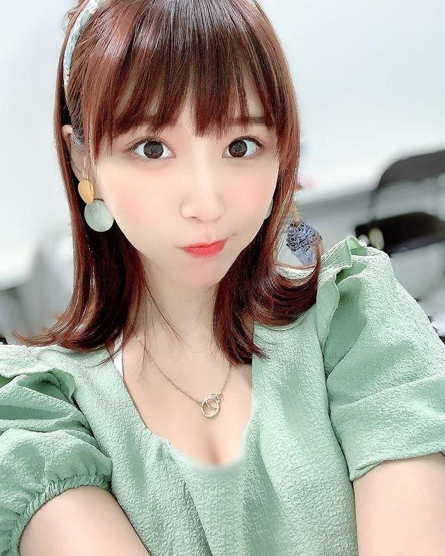 Thoi trang bien hoa cua hot girl Nhat Ban tha rong choi bong ro gay soc