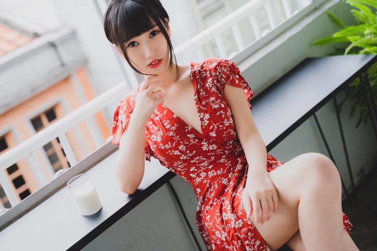 Hot girl khoe anh dien trang phuc nu sinh ngan cun con gay phan cam-Hinh-14