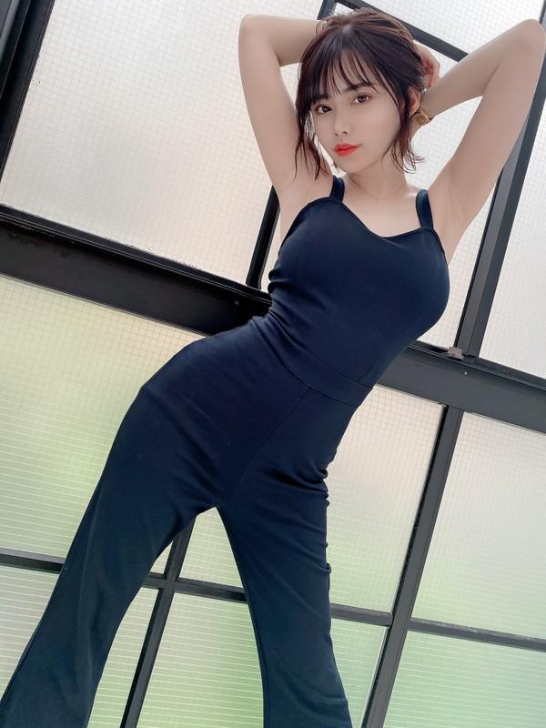 Nu Youtuber Nhat Ban so huu than hinh nuot na, bat chap moi phong cach-Hinh-4