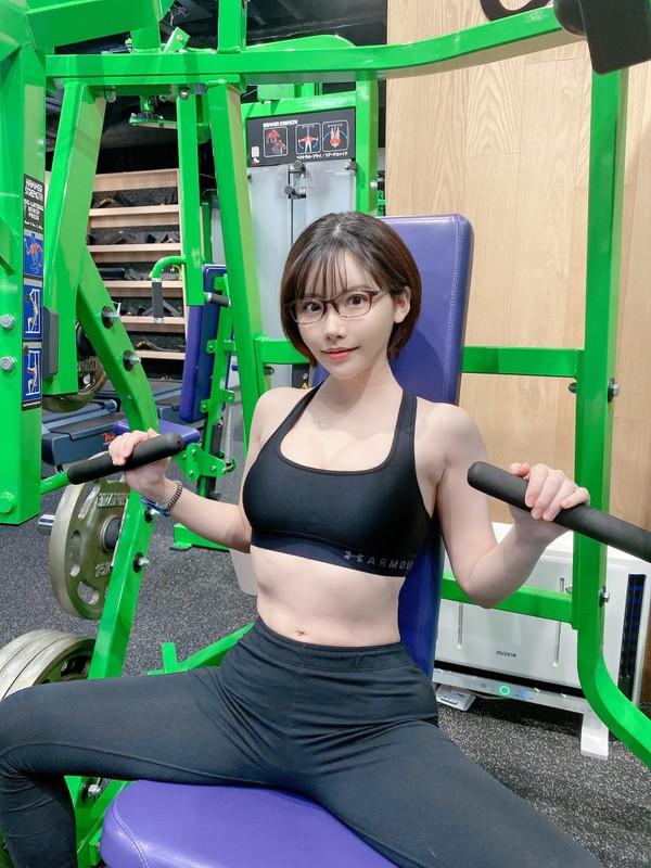 Nu Youtuber Nhat Ban so huu than hinh nuot na, bat chap moi phong cach-Hinh-8