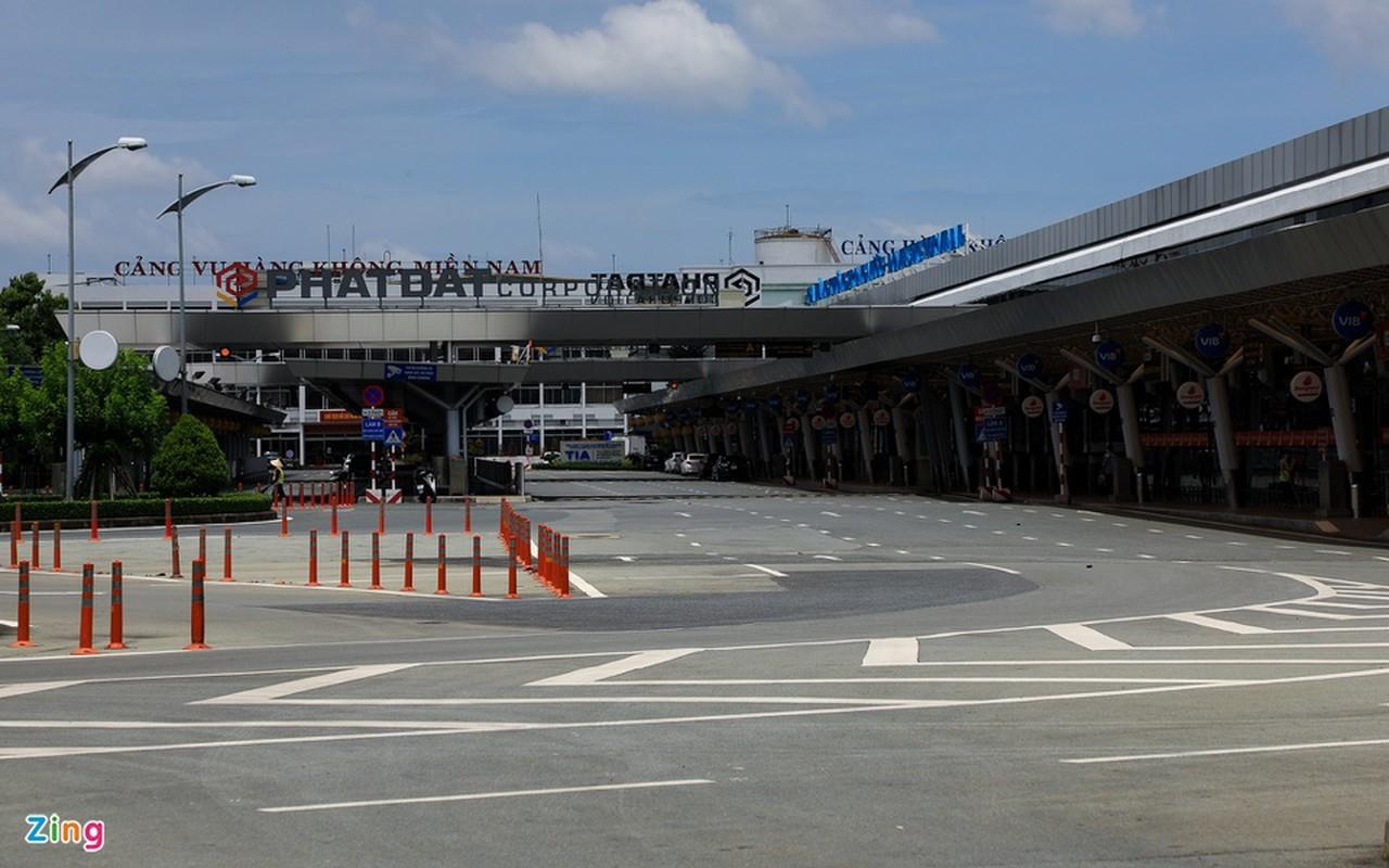 Canh vang lang tai san bay Tan Son Nhat