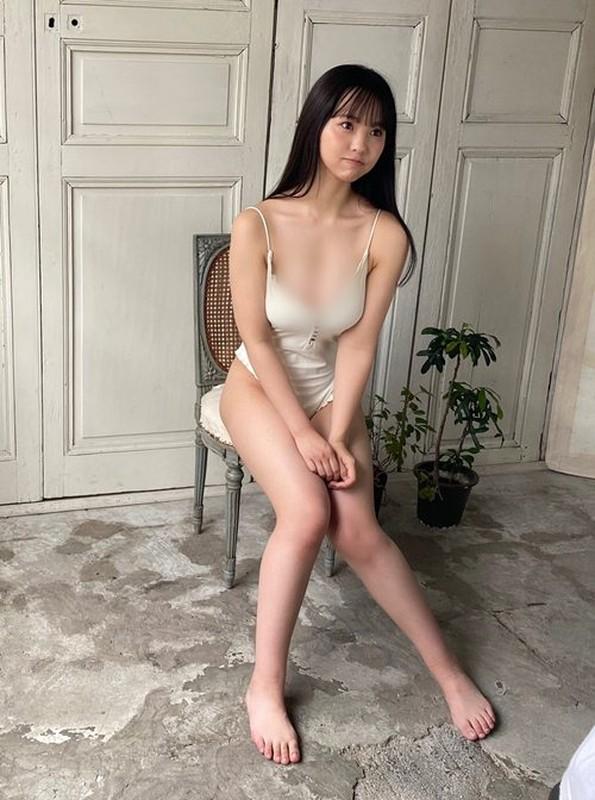 """Dang kin dao bong """"coi sach"""", nu than tuong khien fan """"xit mau mui""""-Hinh-3"""
