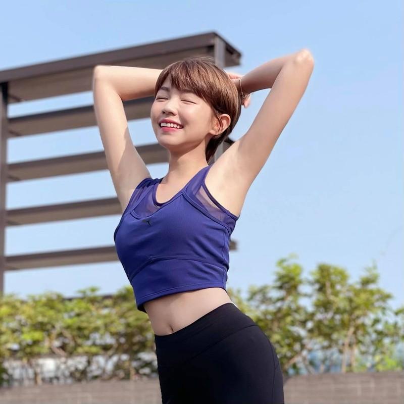Hot girl khoe anh nong bong, day cach giu khuon nguc dep chuan-Hinh-9