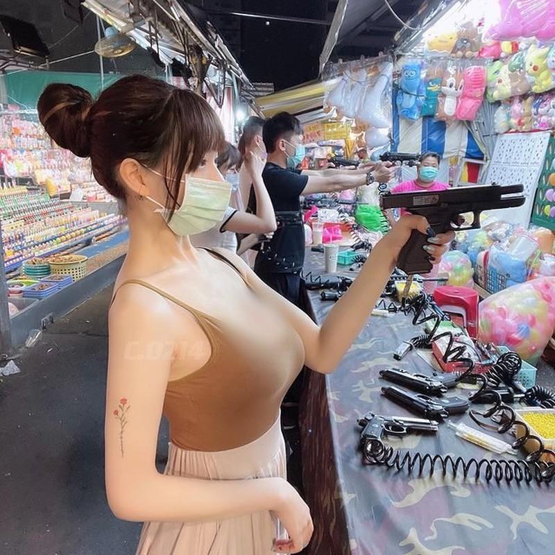 Hot girl me dien ao ngan cun, xe nguc sau day tao bao-Hinh-10