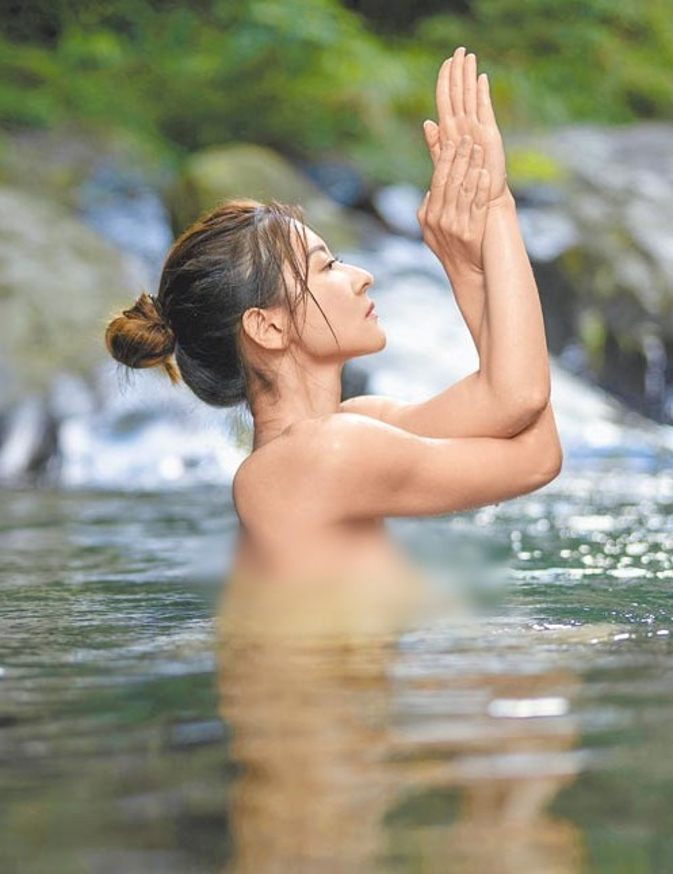 Than hinh tuyet my cua co giao tha rong day Yoga duoi nuoc-Hinh-4