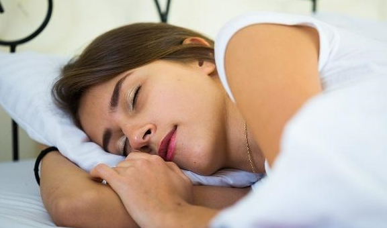 Thuong xuyen ngu mo, ban co the thieu 4 loai vitamin quan trong nay-Hinh-11