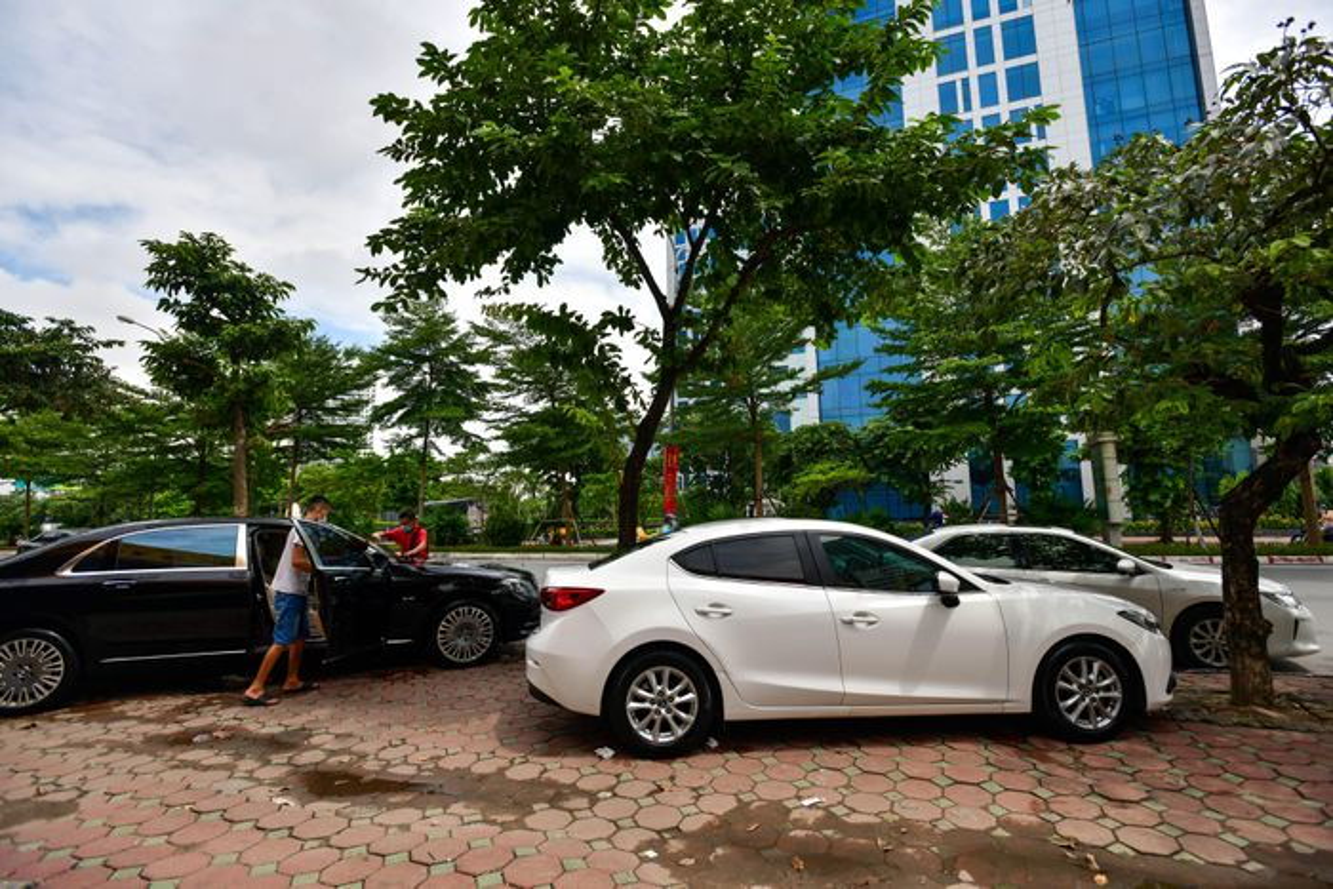 Hang rua oto, sua xe may dong khach khi Ha Noi noi gian cach-Hinh-12