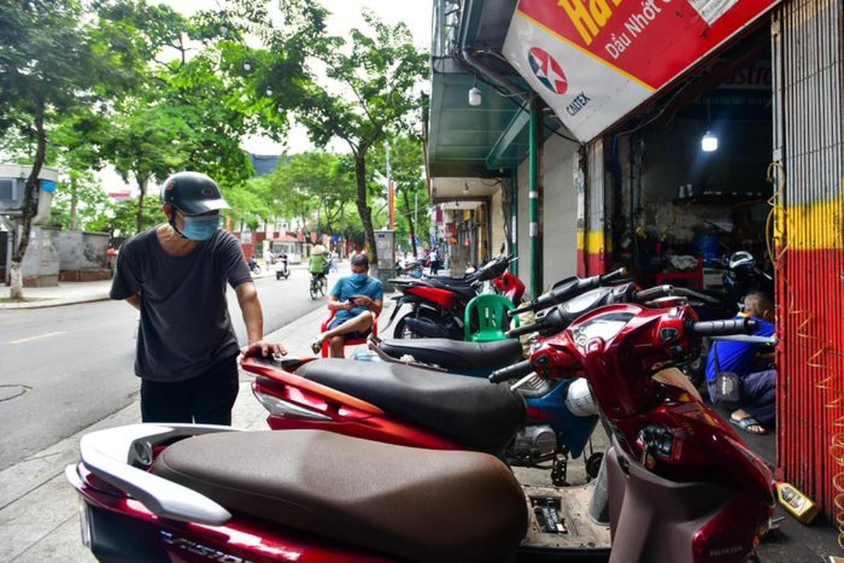 Hang rua oto, sua xe may dong khach khi Ha Noi noi gian cach-Hinh-2