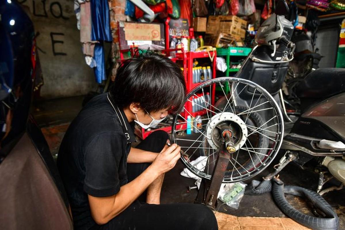 Hang rua oto, sua xe may dong khach khi Ha Noi noi gian cach-Hinh-4