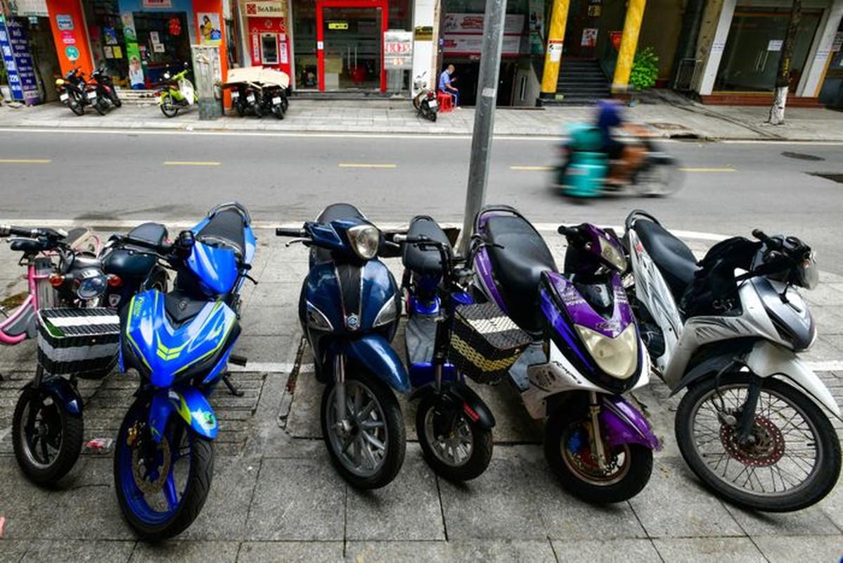 Hang rua oto, sua xe may dong khach khi Ha Noi noi gian cach-Hinh-5