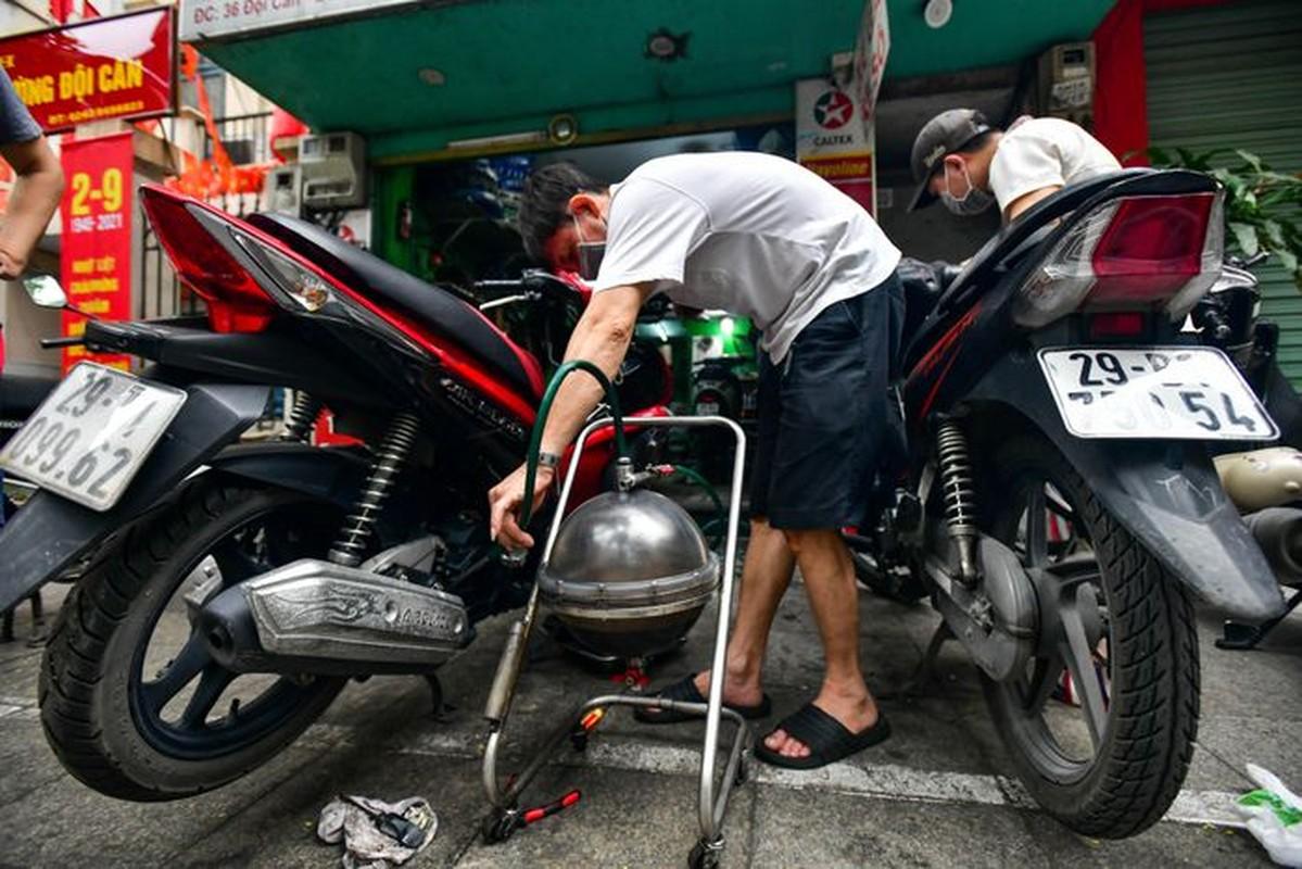 Hang rua oto, sua xe may dong khach khi Ha Noi noi gian cach-Hinh-8
