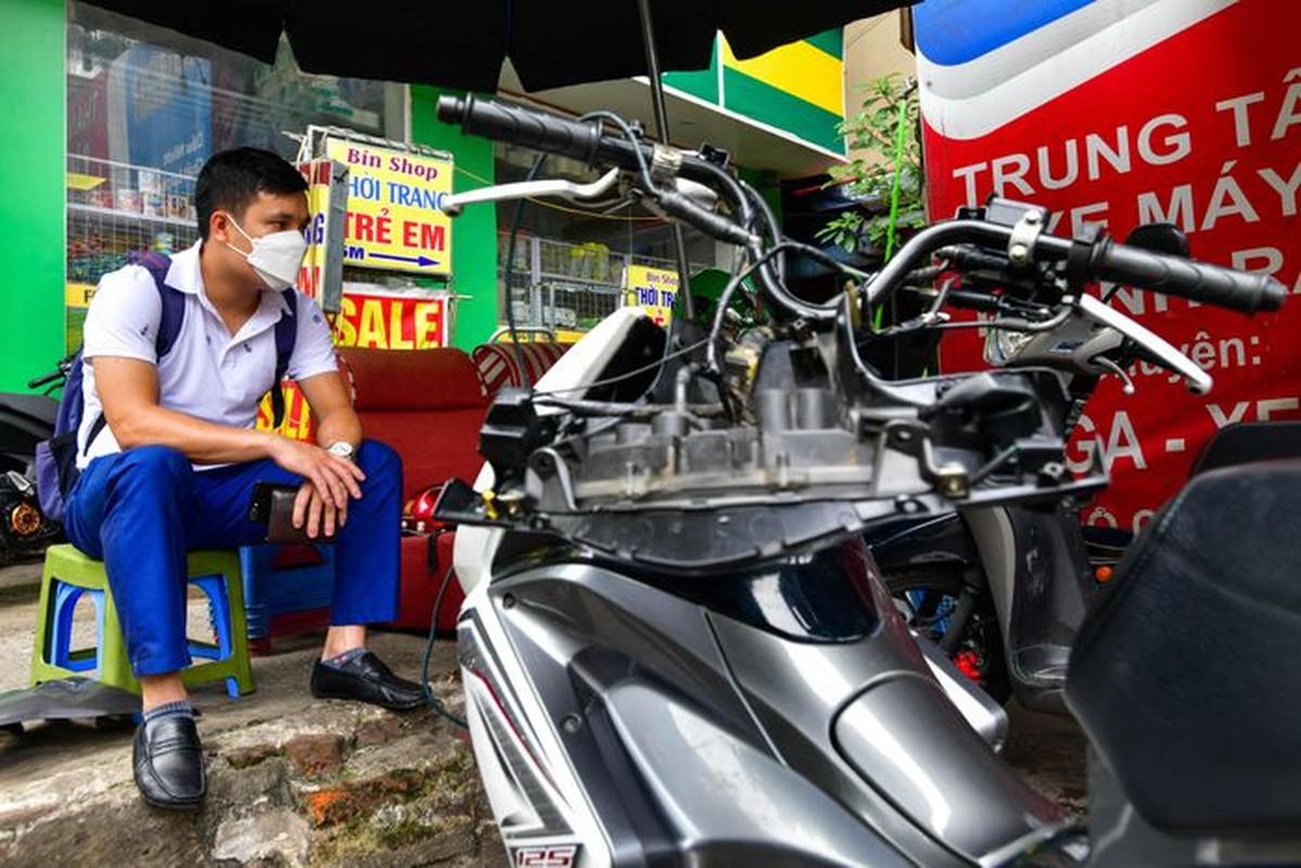 Hang rua oto, sua xe may dong khach khi Ha Noi noi gian cach-Hinh-9