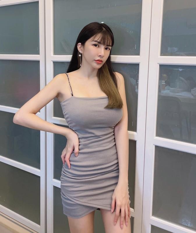 Hot girl dien do bo sat, khoe triet de duong cong co the-Hinh-8