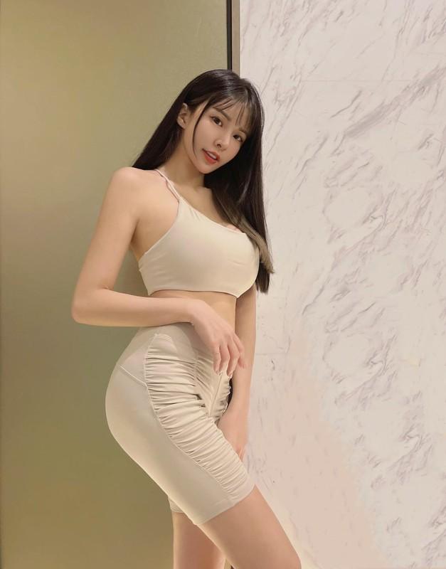 Hot girl dien do bo sat, khoe triet de duong cong co the-Hinh-9