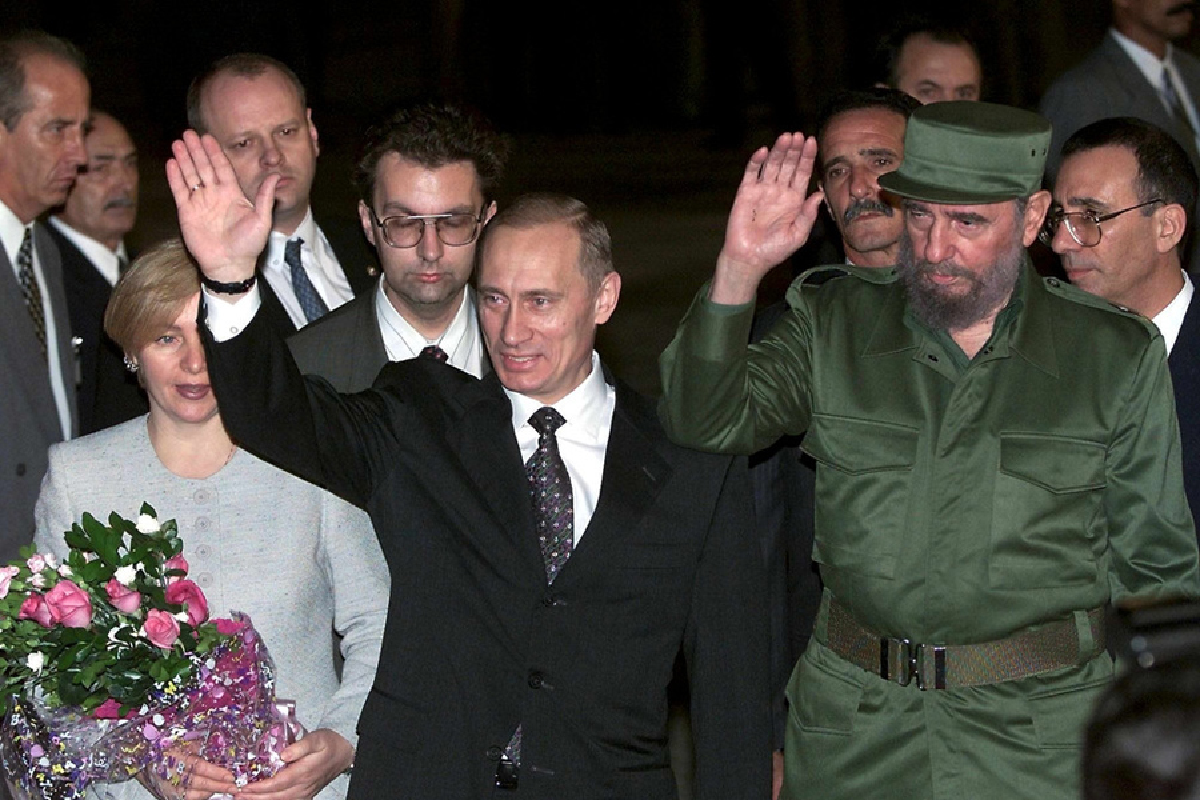 Khoanh khac lanh tu Fidel Castro ben cac chinh khach the gioi-Hinh-2
