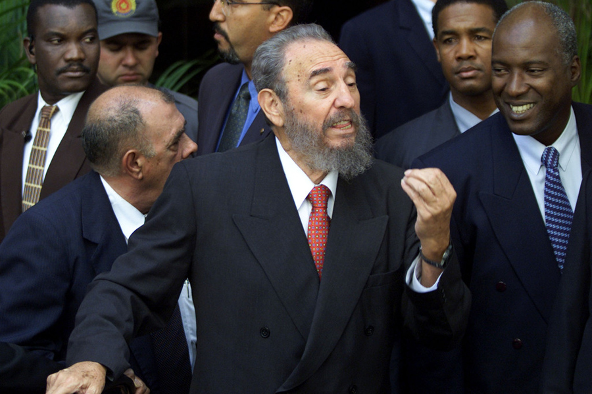 Khoanh khac lanh tu Fidel Castro ben cac chinh khach the gioi-Hinh-3