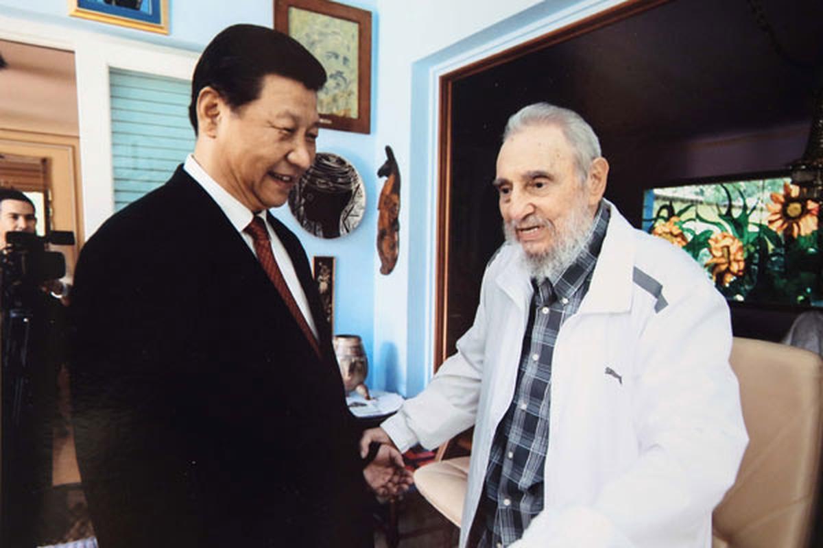 Khoanh khac lanh tu Fidel Castro ben cac chinh khach the gioi-Hinh-6