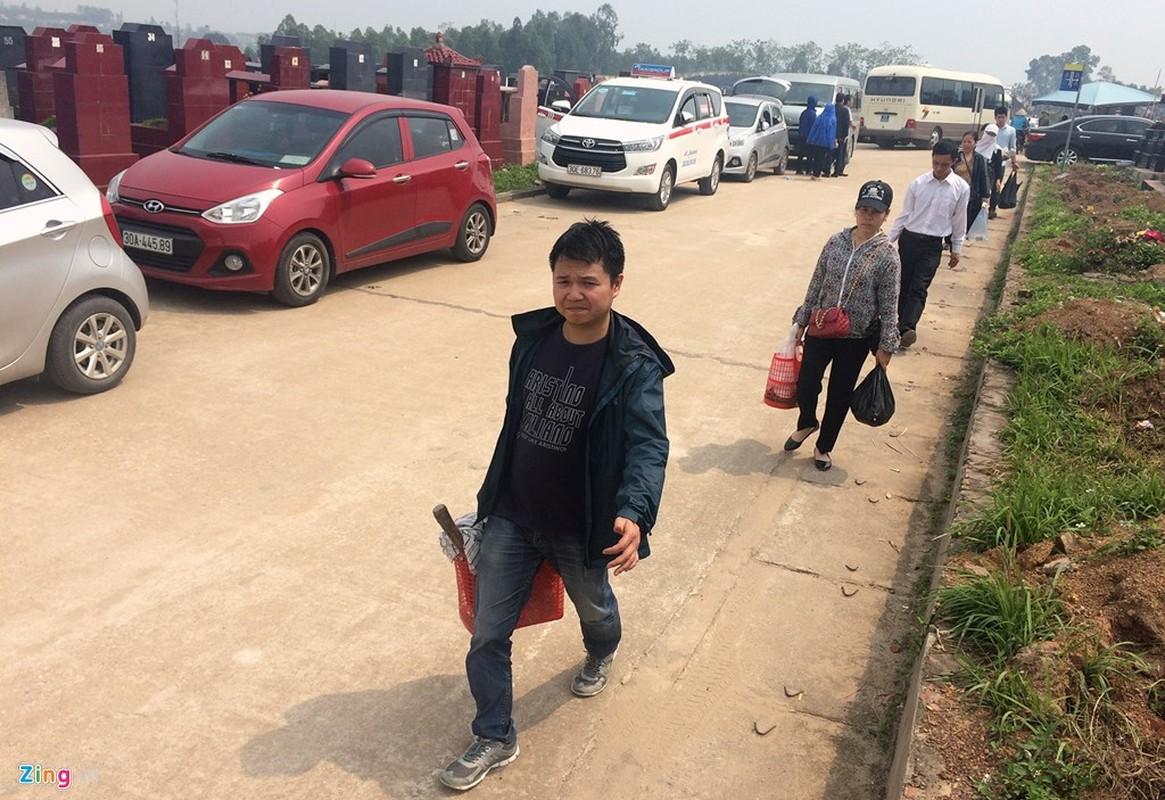 Anh: Xe hop xep hang vao nghia trang lon nhat Ha Noi-Hinh-10