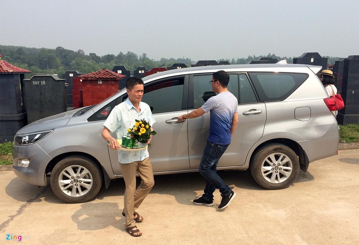 Anh: Xe hop xep hang vao nghia trang lon nhat Ha Noi-Hinh-15