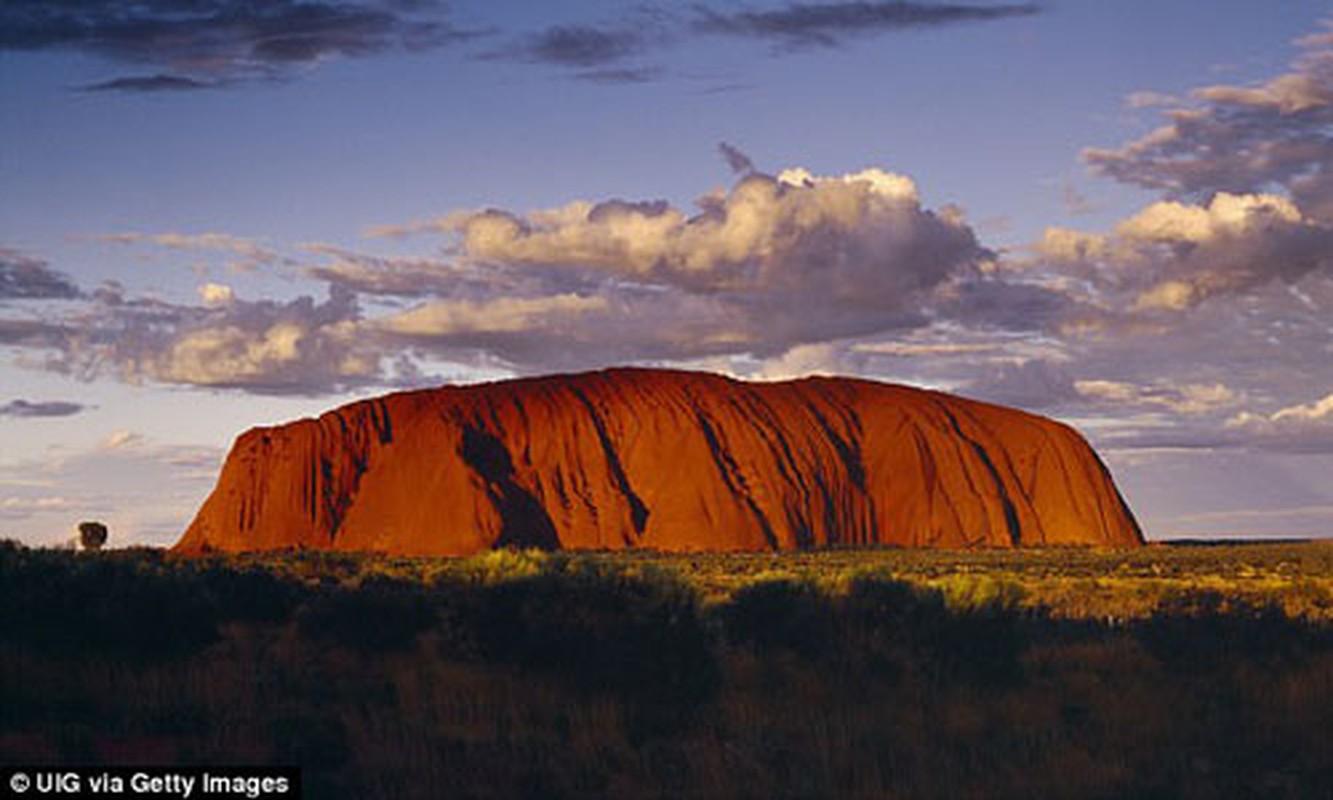 Kham pha bi mat nui thieng Uluru o Australia