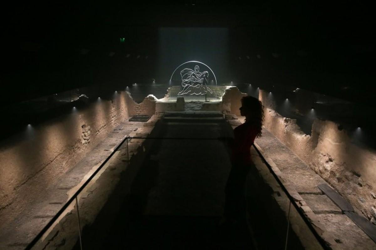 Can canh ngoi den Mithras cua nguoi La Ma giua long London-Hinh-7