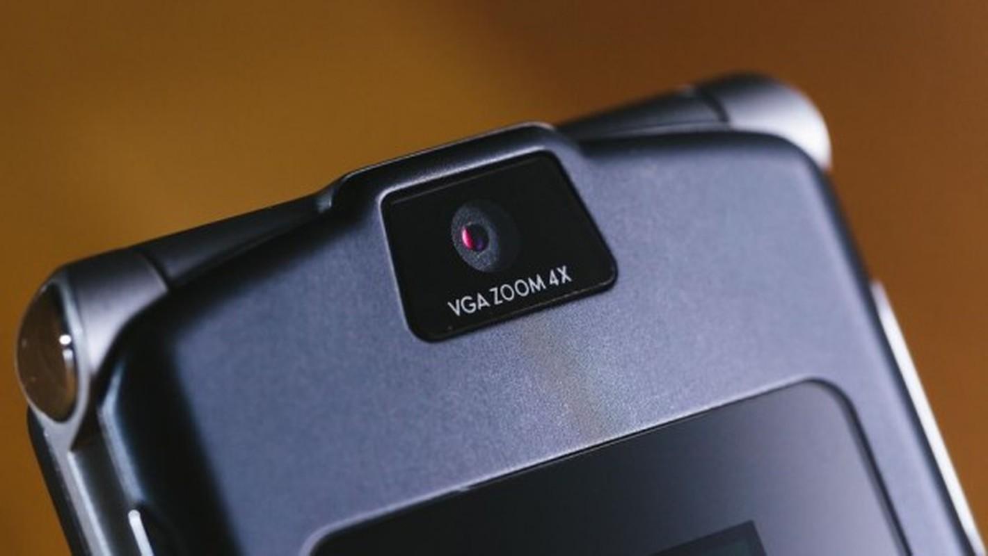 Nhin lai thiet ke chiec Motorola Razr tung khien nguoi Viet me met-Hinh-11