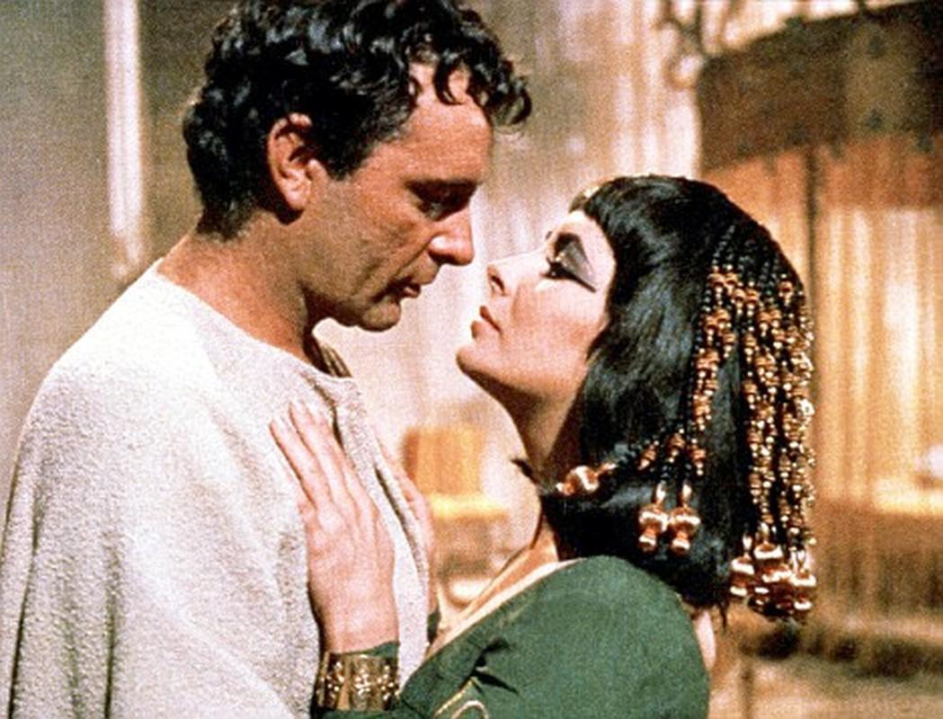 Loi giai chan dong ve noi chon cat Nu hoang Cleopatra