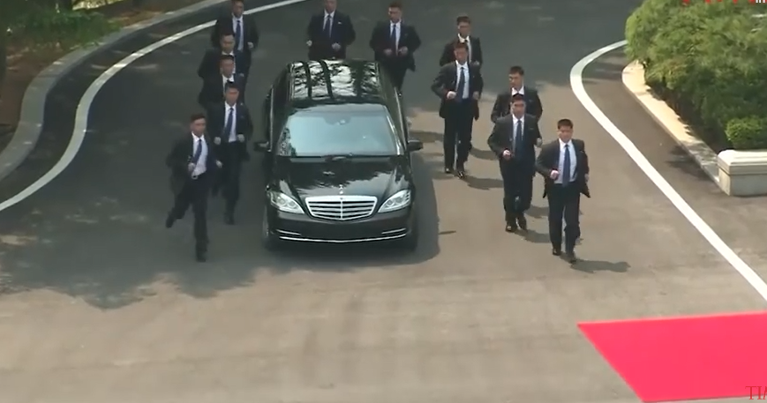 Khi cong du nuoc ngoai, ong Kim Jong-un duoc bao ve the nao?-Hinh-10