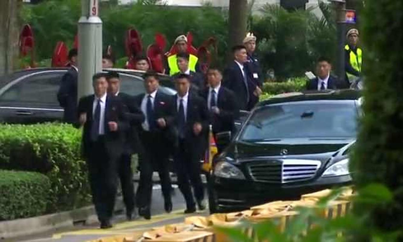 Khi cong du nuoc ngoai, ong Kim Jong-un duoc bao ve the nao?-Hinh-6