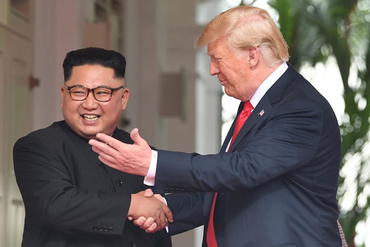 Hinh anh than thiet nong am Tong thong Donald Trump va Chu tich Kim Jong-un-Hinh-7