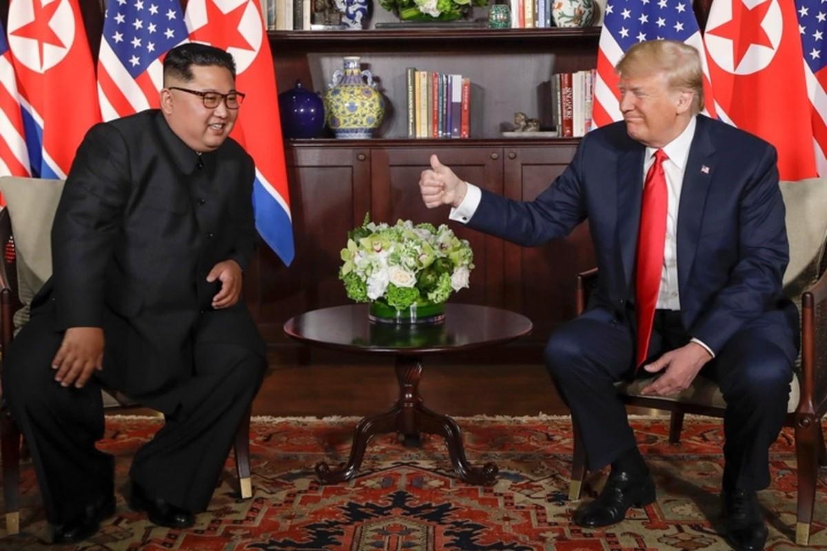 Hinh anh than thiet nong am Tong thong Donald Trump va Chu tich Kim Jong-un-Hinh-8