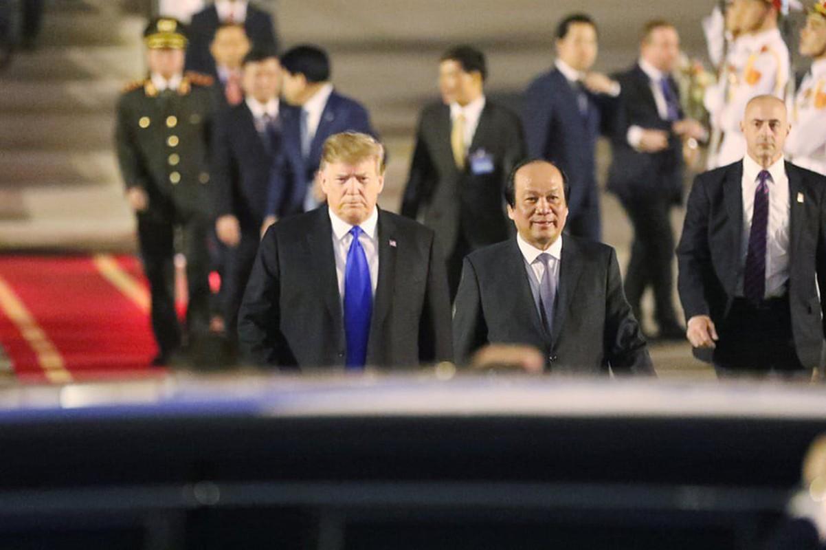 Vi sao Tong thong Donald Trump luon that ca vat dai khi cong can?-Hinh-10