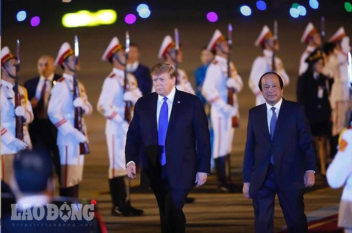 Vi sao Tong thong Donald Trump luon that ca vat dai khi cong can?-Hinh-4