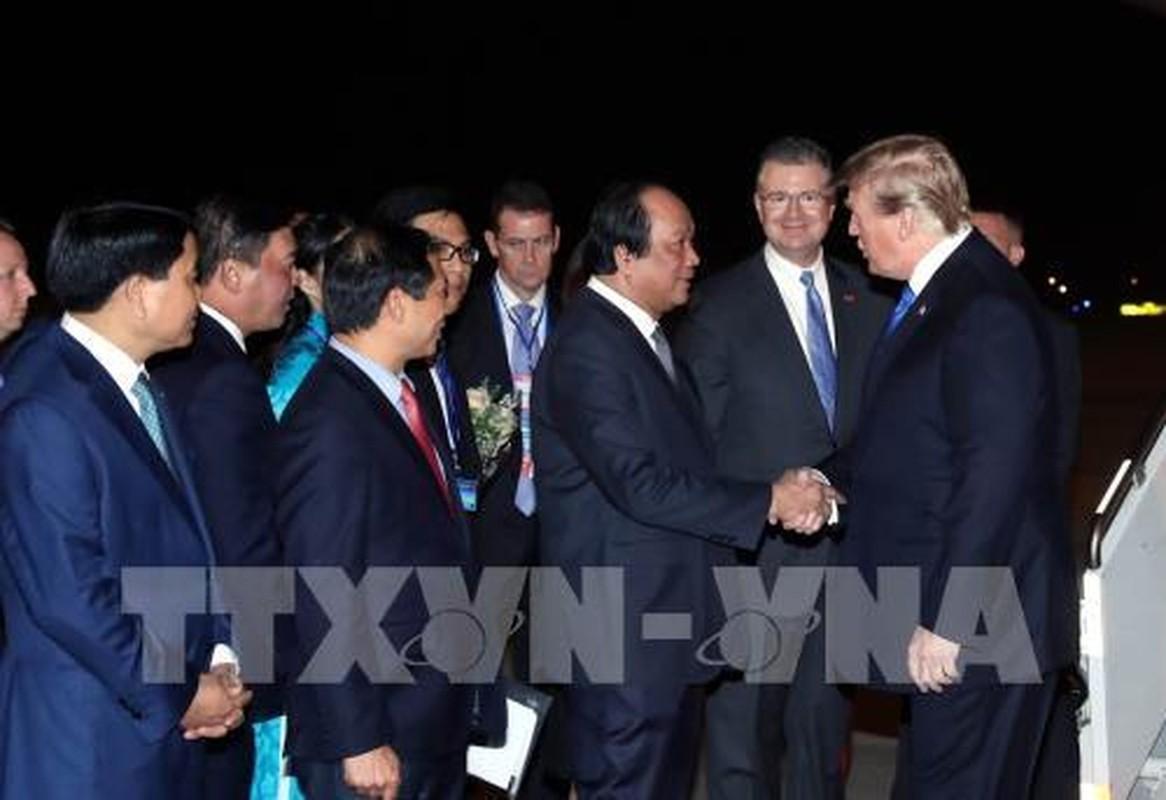 Vi sao Tong thong Donald Trump luon that ca vat dai khi cong can?-Hinh-8