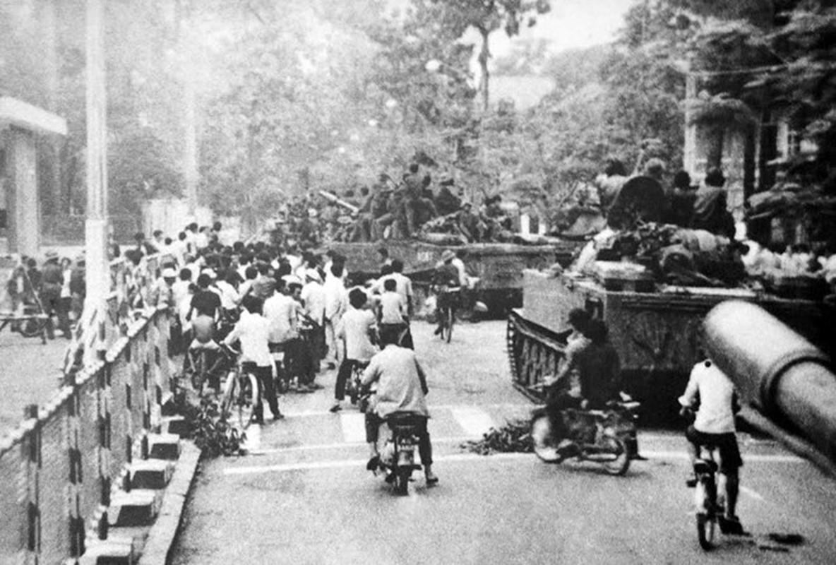 Anh sieu kinh dien ve chien thang 30/4/1975 chan dong dia cau-Hinh-5