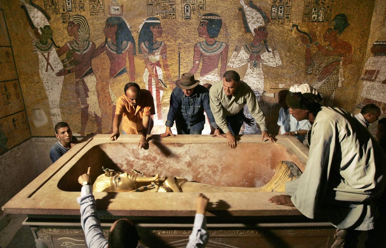 Chan dong: Mo pharaoh Tutankhamun chua thi hai nu hoang Nefertiti?-Hinh-4