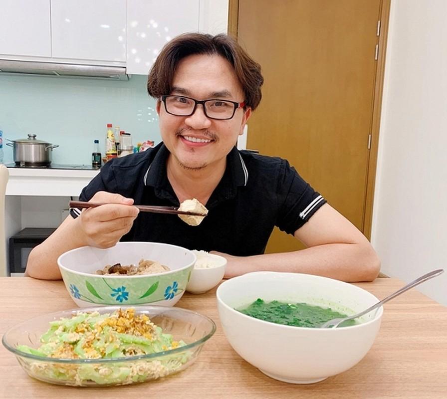 Cuoc song cua MC giau nhat Viet Nam': 41 tuoi van doc than, quyet khong lay vo sinh con (ca truc 51