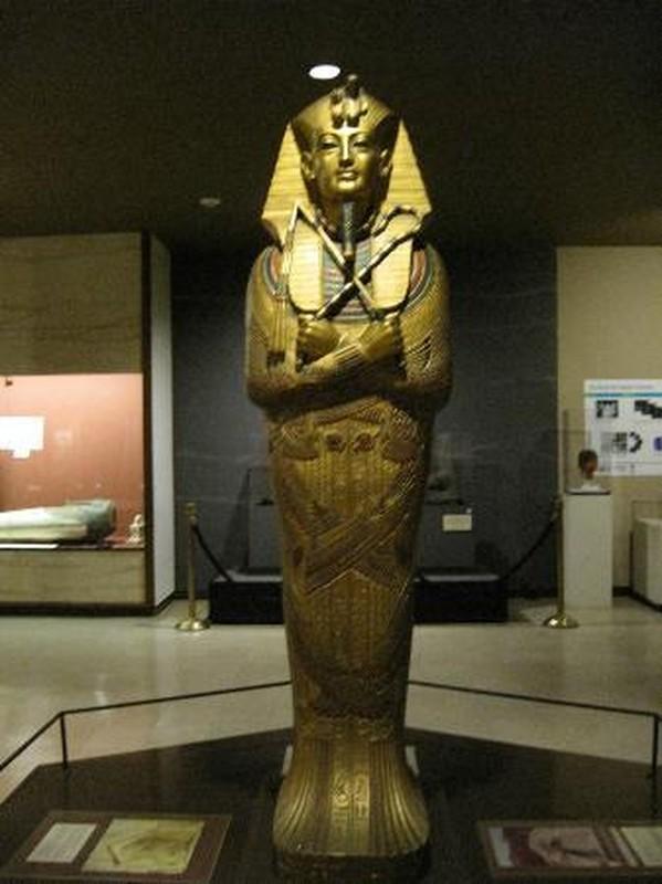 Giai ma bieu tuong quyen luc tren quan tai pharaoh Ai Cap-Hinh-10