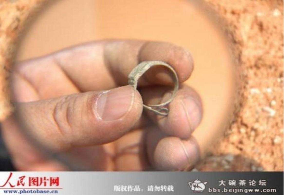 Chan dong bang chung ve hien tuong xuyen khong trong quan tai co-Hinh-3